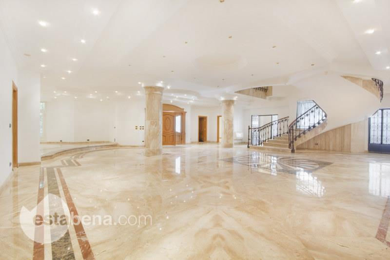 Villa for sale South Academy , Fifth Avenue , New Cairo city