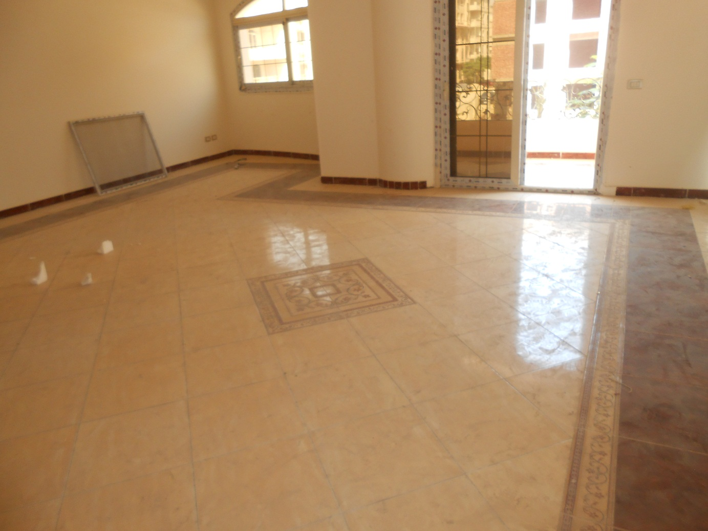 For rent in new Cairo benfsej buildings second floor apartment